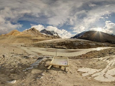 attractions/columbia-icefields-centre/athabasca-glacier.jpg