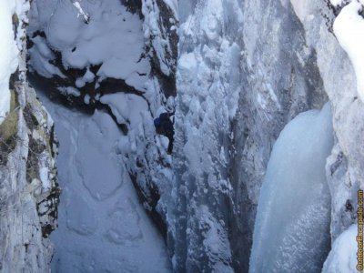 attractions/discover-banff-tours-marble-canyon/marble-canyon-5.jpg