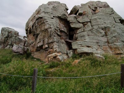 attractions/okotoks-erratic-the-big-rock/okotoks-erratic4.jpg