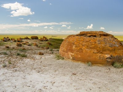 attractions/red-rock-coulee/southern-alberta-36.jpg