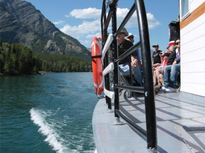 attractions/waterton-lakeshore-cruise/waterton-tour-boat-2.jpg