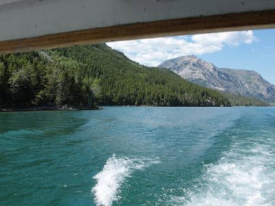 attractions/waterton-lakeshore-cruise/waterton-tour-boat-3.jpg